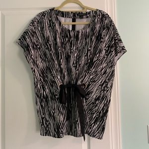 Black and white short sleeve top. Size 18/20. NWOT